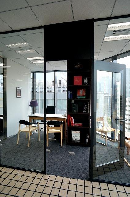 【セットアップオフィス】<br>上品な内装・家具付!即日稼働可能★_04