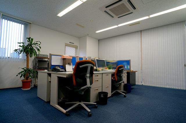 【居抜きオフィス】<br>最上階フロアー!造作付き★