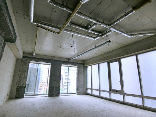 【デザイナーズオフィス】コンクリート打ちっ放し<br>内装自由で天井が高い物件★