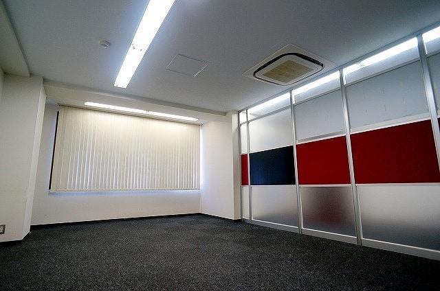【居抜きオフィス】<br>パーテンション有り!造作付きオフィス★