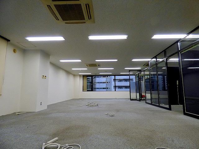 【居抜きオフィス】ガラスパーテーション造作付き!<br>会議室有居抜きオフィス