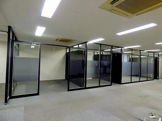 【居抜き】ガラスパーテーション造作付き!<br>会議室有居抜きオフィス_03