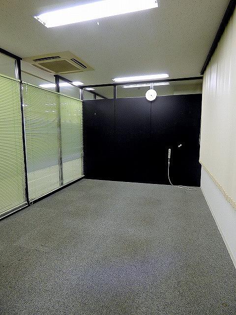 【居抜き】ガラスパーテーション造作付き!<br>会議室有居抜きオフィス_04