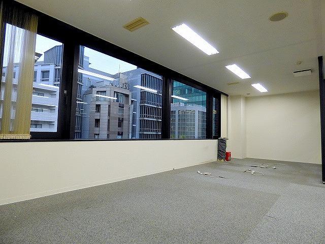 【居抜き】ガラスパーテーション造作付き!<br>会議室有居抜きオフィス_05