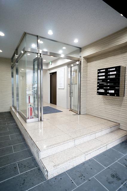 【居抜き】上野で正統派オフィスを<br>壁造作あり、2種類のタイルフローリング_04