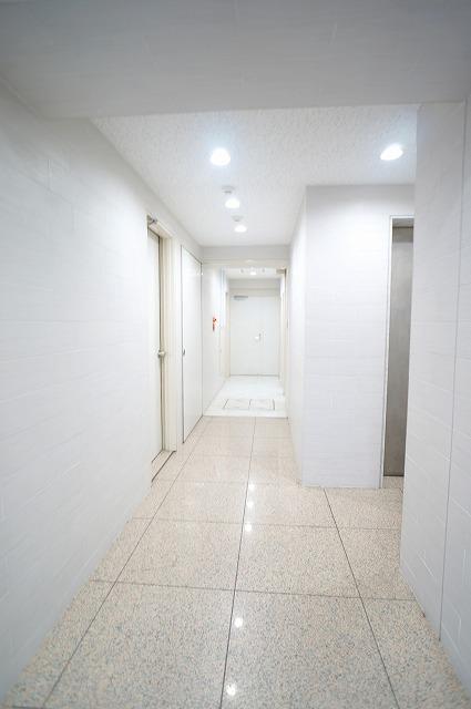 【居抜き】上野で正統派オフィスを<br>壁造作あり、2種類のタイルフローリング_03