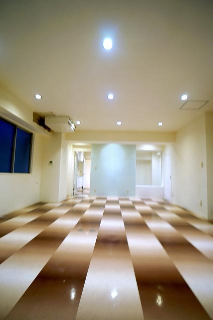 【居抜き】上野で正統派オフィスを<br>壁造作あり、2種類のタイルフローリング_06
