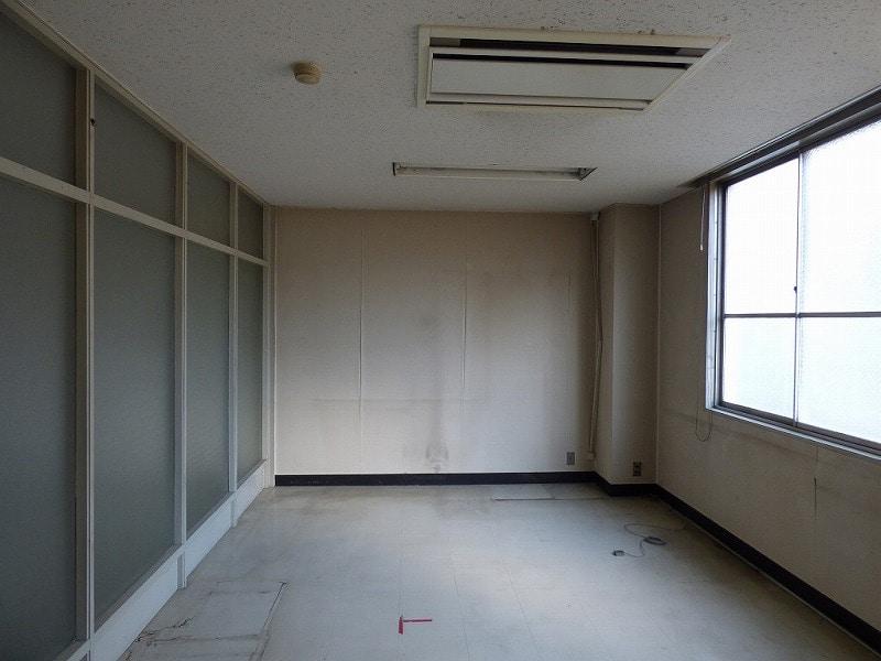 【居抜き】大阪市西区エリア<br>5階建角地一棟貸し居抜きオフィスビル_02