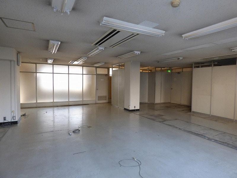 【居抜きオフィス】大阪市西区エリア<br>5階建角地一棟貸し居抜きオフィスビル