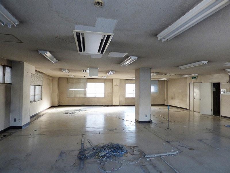 【居抜き】大阪市西区エリア<br>5階建角地一棟貸し居抜きオフィスビル_01