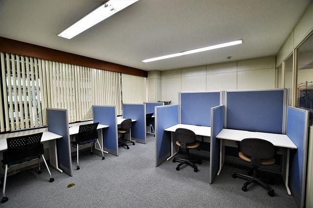 【居抜きオフィス】2駅9路線利用可能!<br>落ち着く雰囲気の図書館居抜き物件_05