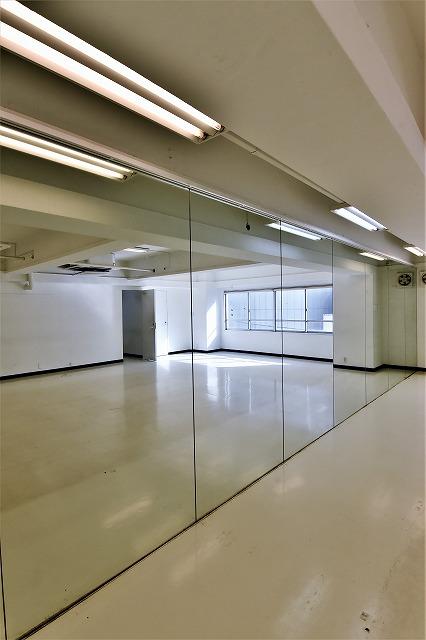 【デザイナーズ】<br>白を基調とした好立地のオフィス_04