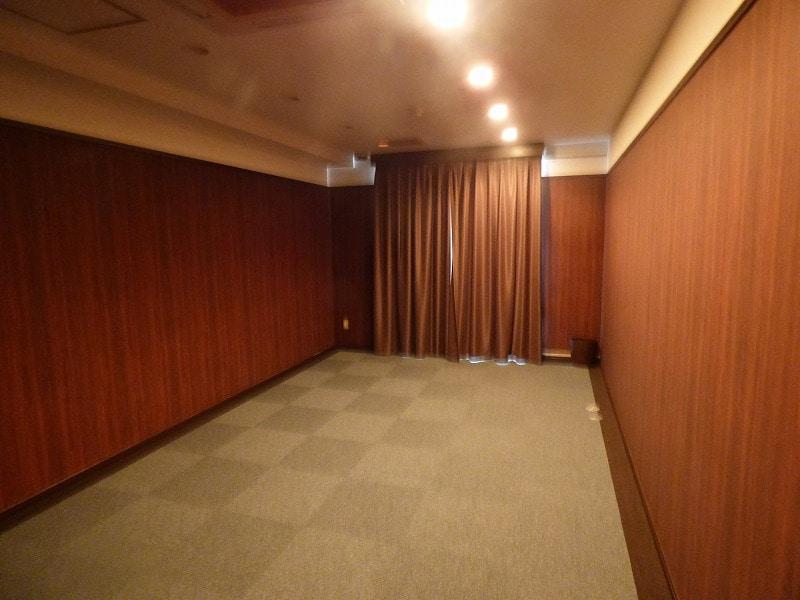 【居抜きオフィス】神戸市中央区エリア<br>浜辺通の重厚感ある空間