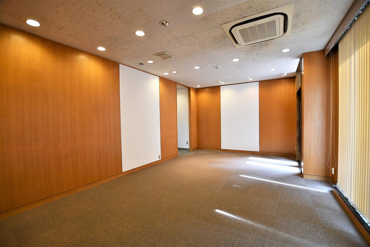 【居抜き】レトロブリックウォールと<br>格式高いオフィスがお迎えします_04