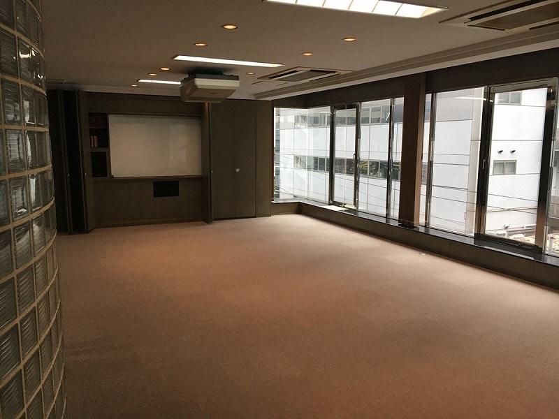 【デザイナーズオフィス】北浜エリア♪<br>スクリーン付きウッド調のオフィス登場!