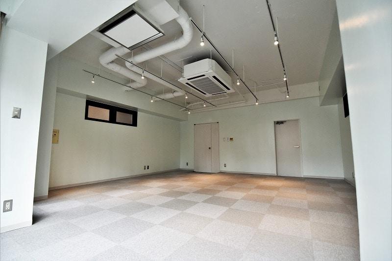 【デザイナーズオフィス】虎ノ門エリア<br>駅激近!天井高約3m!白基調!