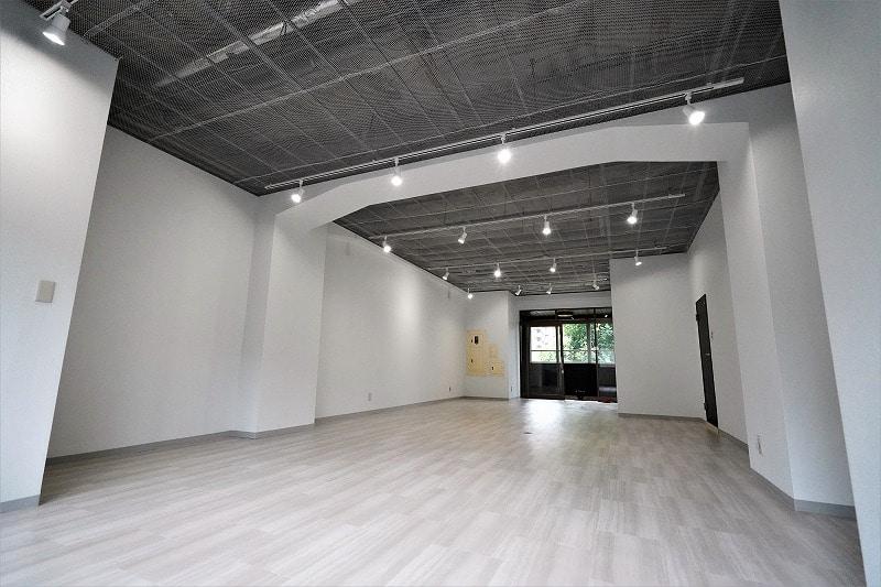 【デザイナーズオフィス】新宿区エリア 天高約2.8m店舗可リノベーション空間
