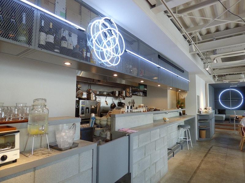 【居抜きオフィス】なんばエリア!厨房付き!<br>築浅!ガラス張りでお洒落なカフェ居抜き♪