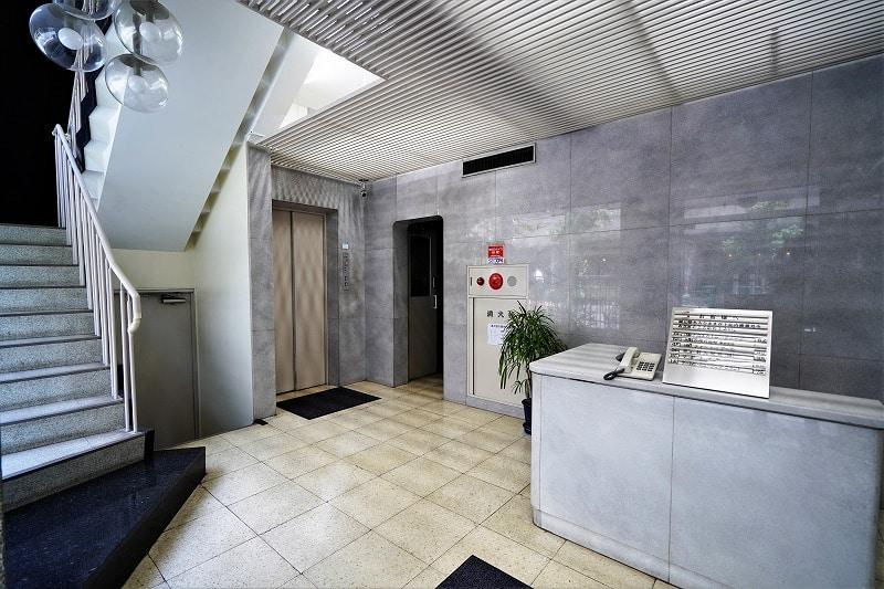 【居抜きオフィス】代々木にミラー壁防音室<br>応接室区画や事務室もある合計3部屋☆彡