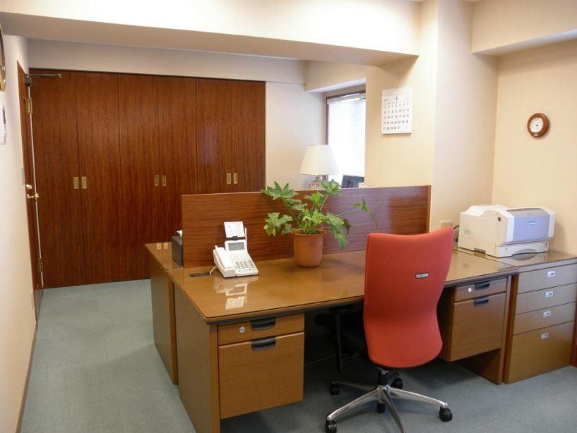 【居抜きオフィス】新宿エリア!<br>数部屋に区分けした機密性の高いオフィス!