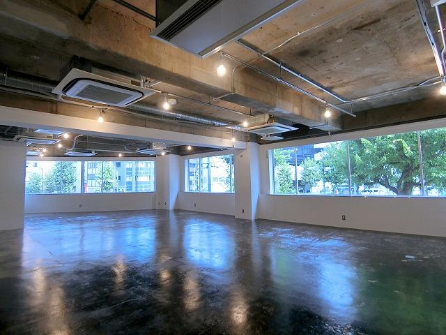 【デザイナーズ】中央区エリア!<br>1Fカフェ入居中のお洒落なオフィス!