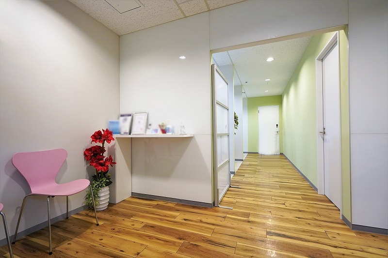 【居抜きオフィス】港区青山で唯一無二°˖✧<br>柔らかで暖かいデザインのお部屋と会議室