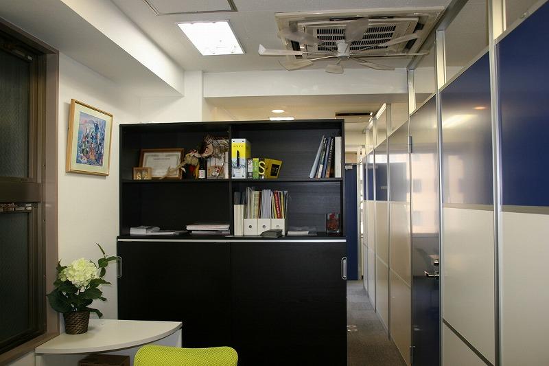 【居抜きオフィス】大阪谷町筋沿い<br>採光良し!約5~10名様にピッタリな物件
