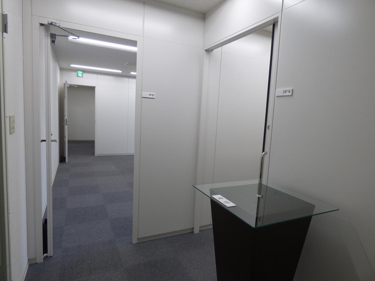 【居抜きオフィス】大阪市中央区! 約20坪!会議室・執務室が完備♪