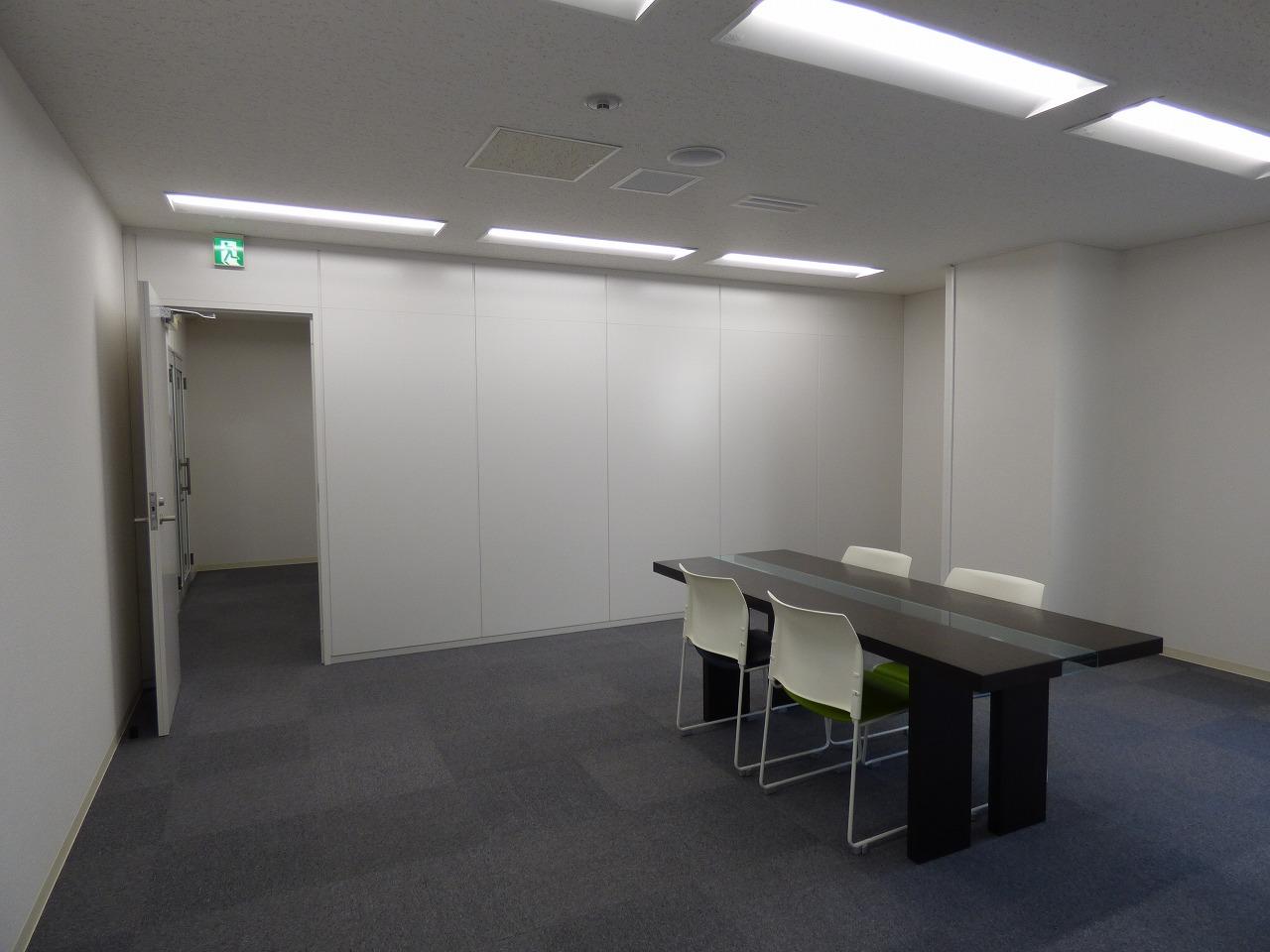 【居抜きオフィス】大阪市中央区!<br>約20坪!会議室・執務室が完備♪
