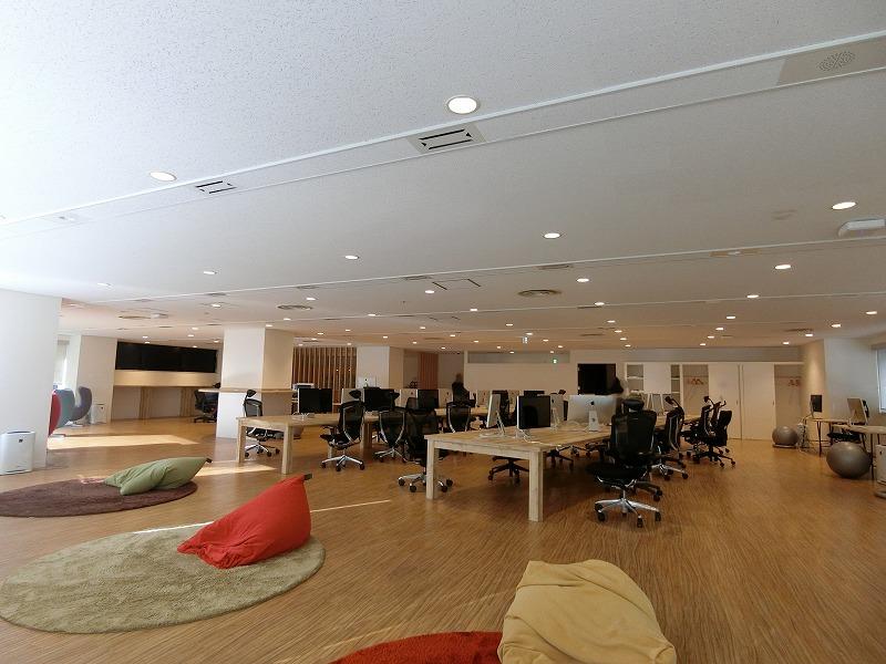 【居抜き】渋谷、100坪。超希少。 キッチンカウンターで会話が弾むオフィス