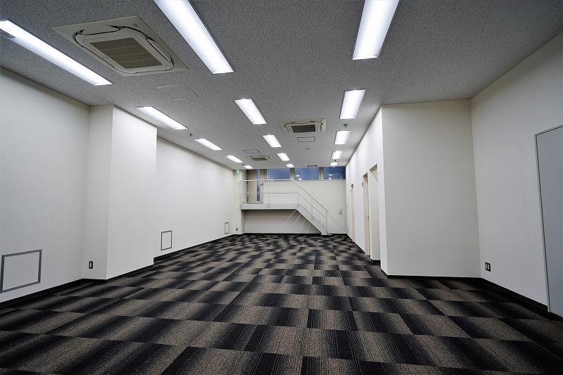 【リノベオフィス】御茶ノ水でスタジオ等に<br>地下なのに解放感、温かい隠れ家オフィス