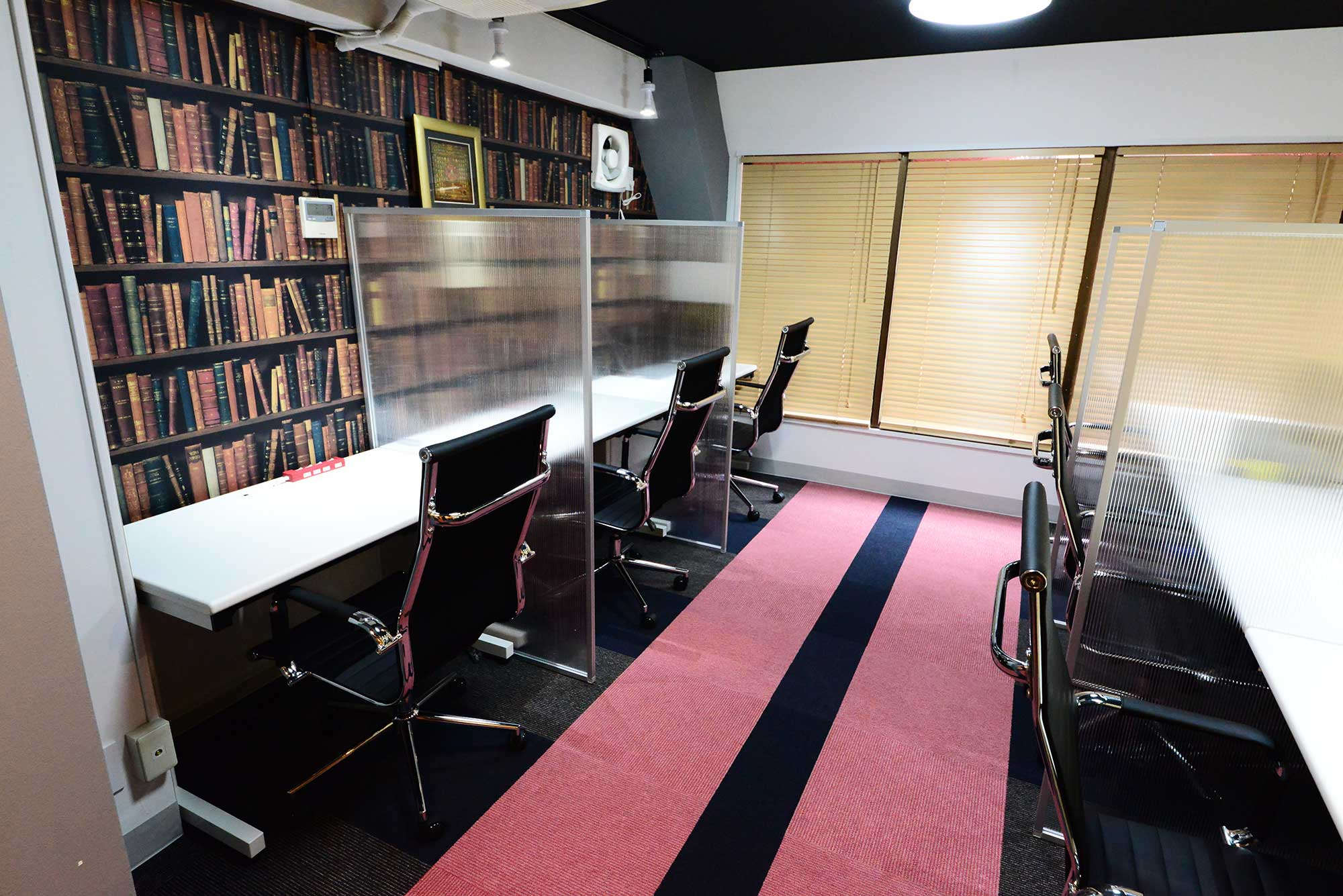【居抜き】シェアオフィスのような物件。<br>家具も備え付けですぐにビジネス開始!