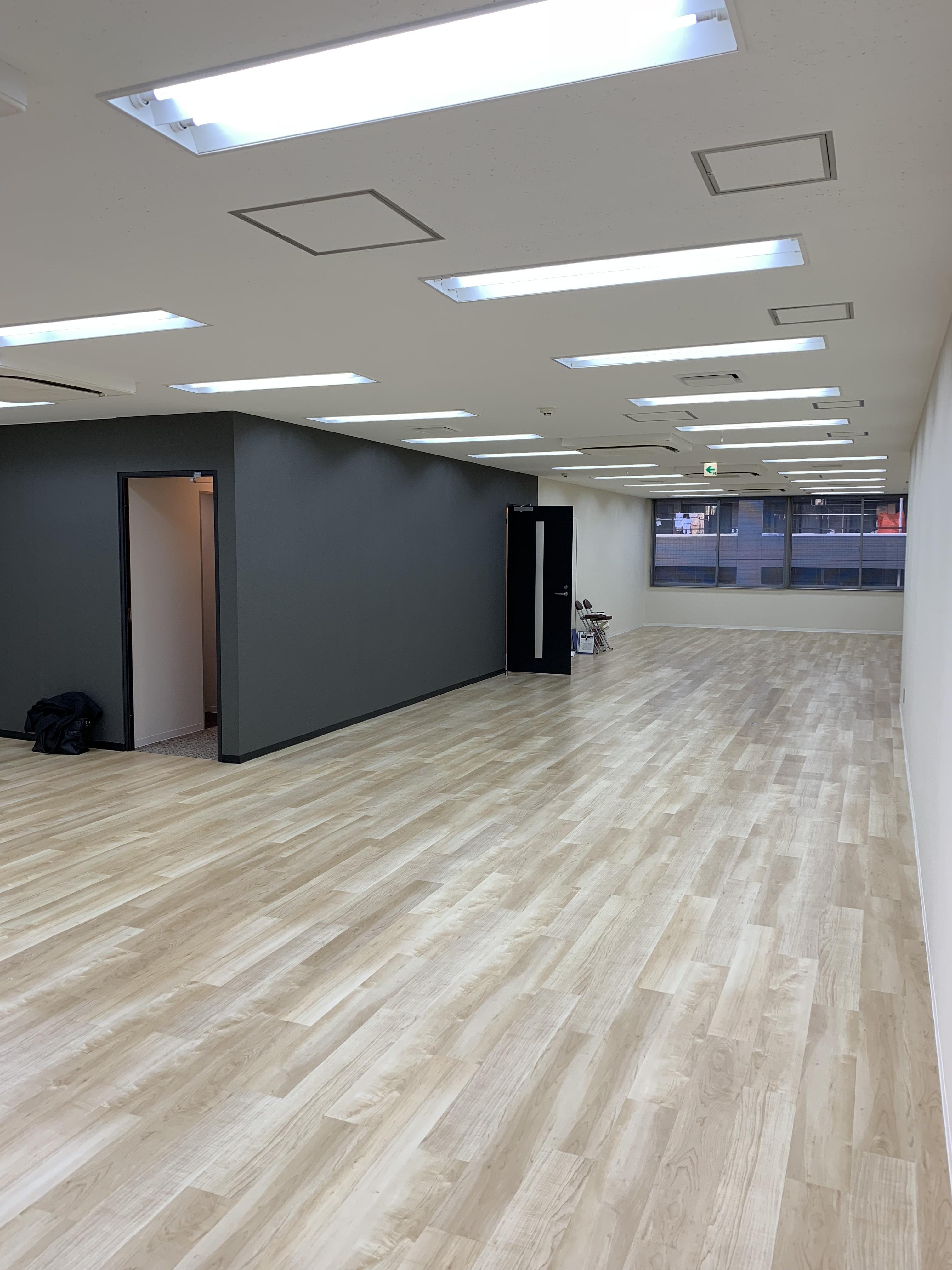 【リノベオフィス】LEDで省エネ!人形町<br>受付の造作があるフローリングのオフィス
