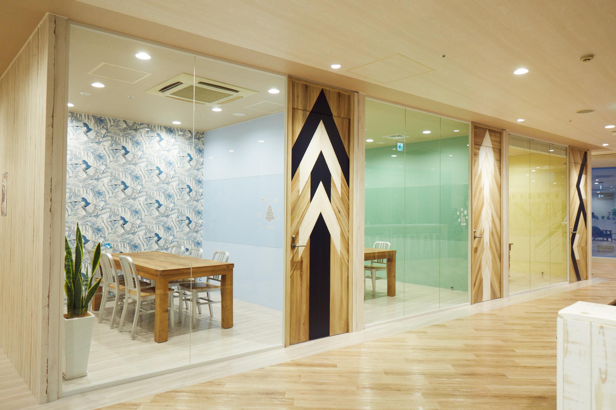 【居抜き】銀座アドレス。一等地の輝き。<br>木目調の会議室造作付きのハイグレード物件
