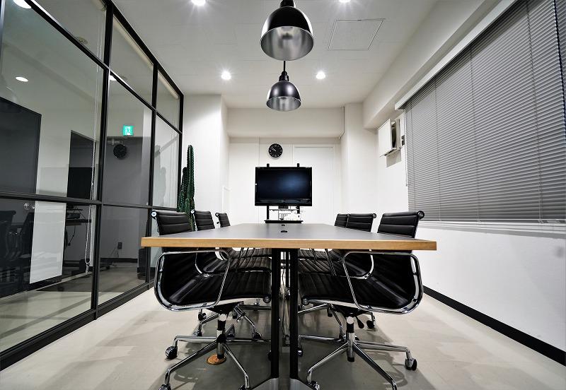 【居抜き】渋谷、駅近。約22坪×2フロア。<br>男前なデザインの会議室がカッコいい空間