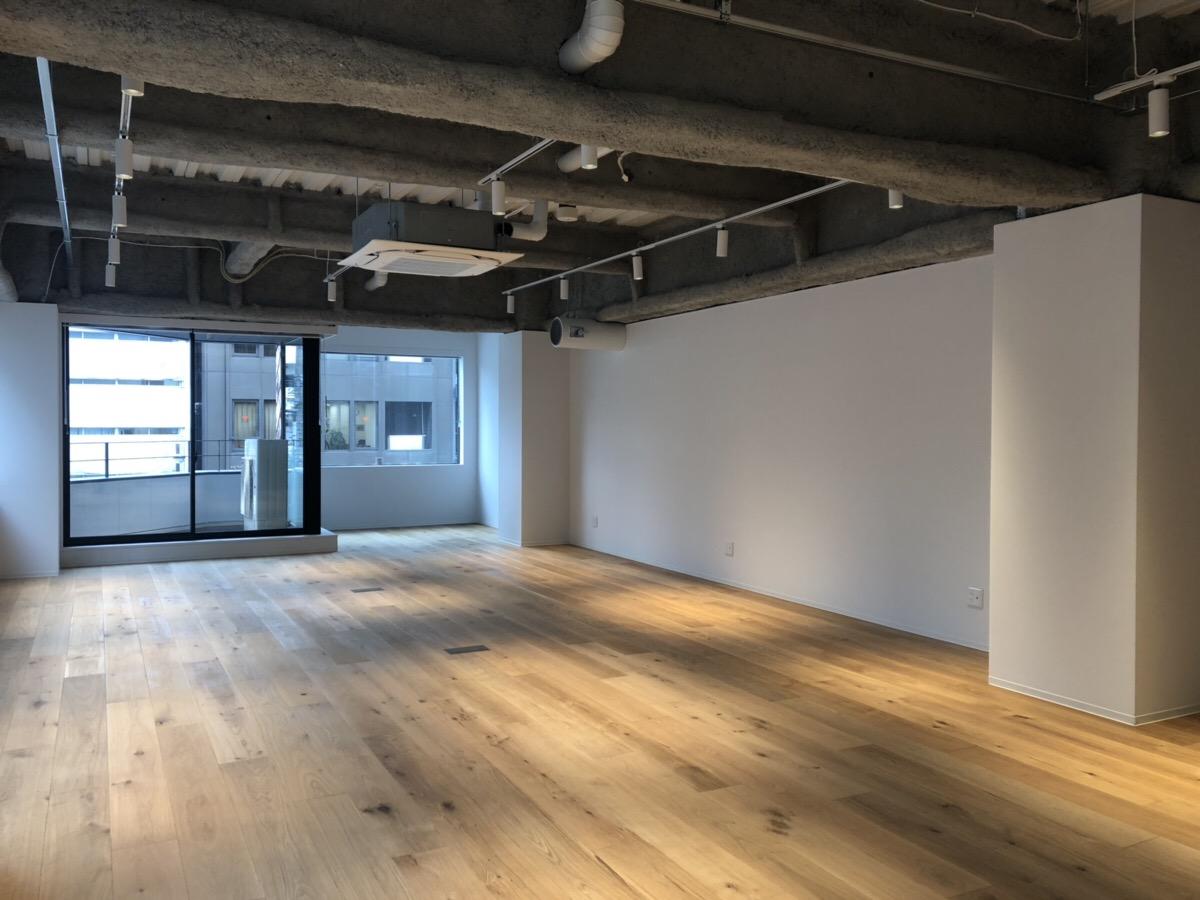【デザイナーズ】神田駅徒歩2分、新築。 むきだしの天井と無垢材の床がおしゃれ