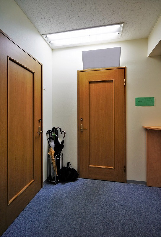 【居抜き】神田駅西口エリア、約22坪。<br>広い会議室と御影石調のビル外観が魅力