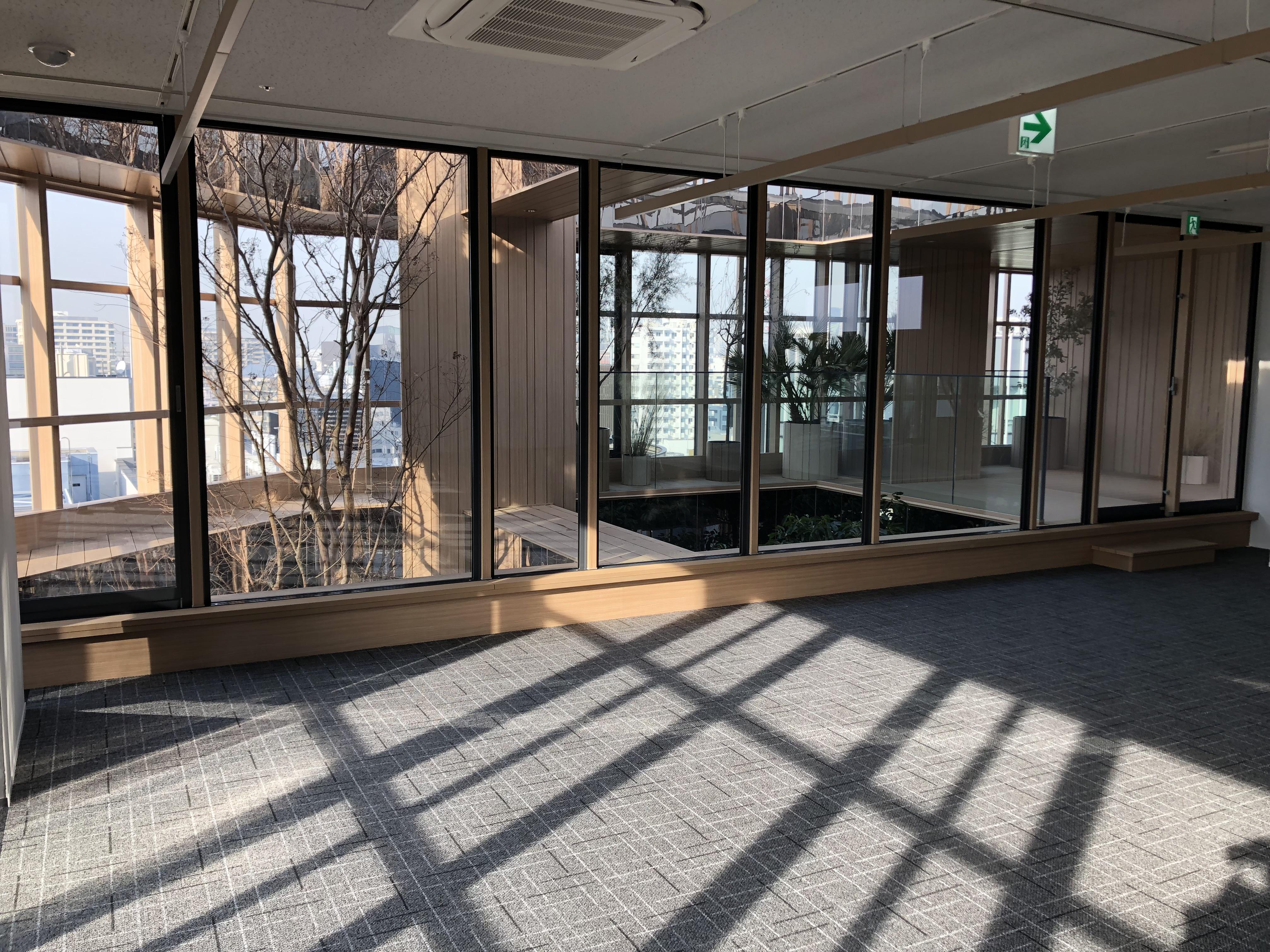 【デザイナーズ】にぎわう麹町の新築ビル 植栽の美しいテラスに一目惚れするオフィス