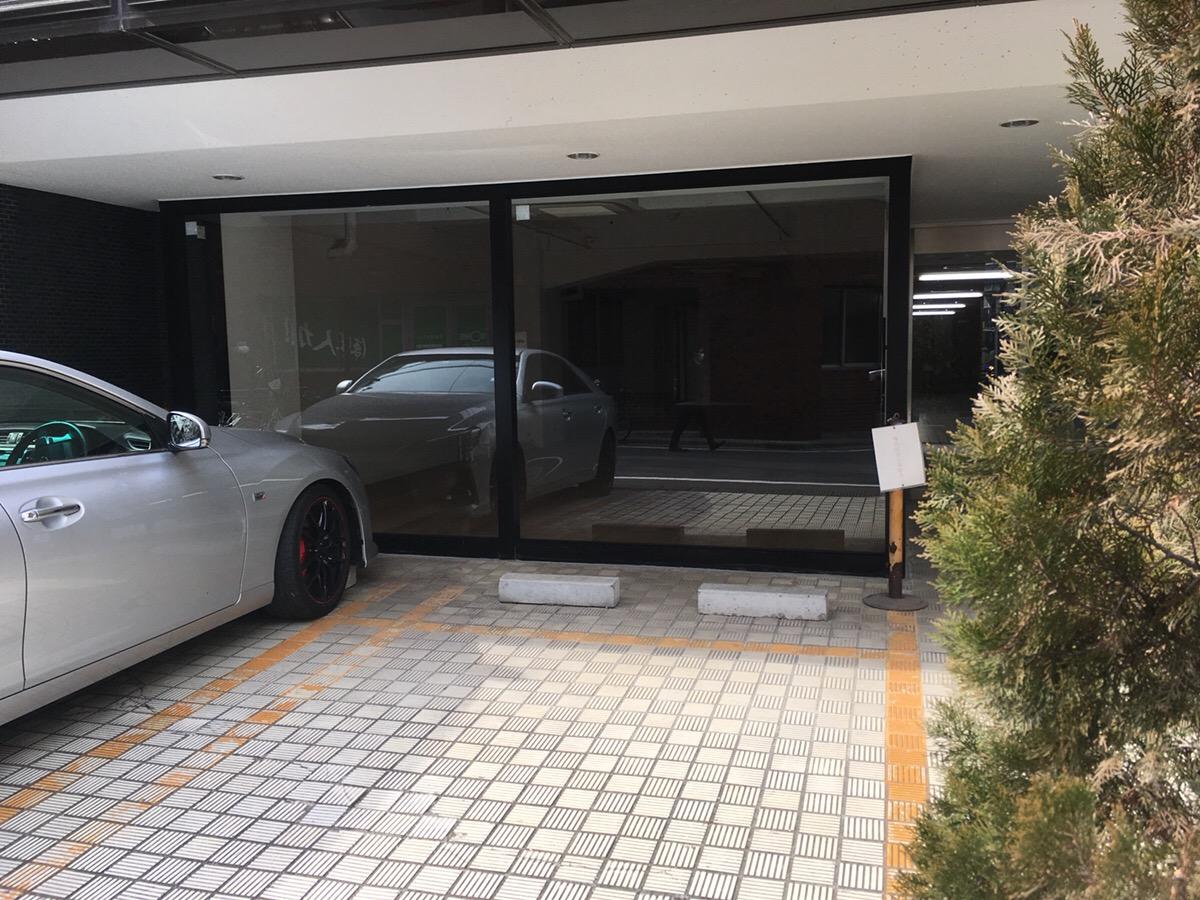 【デザイナーズ】新宿駅徒歩6分、約30坪。<br>前面ガラス貼り、専用ドア付き。店舗相談