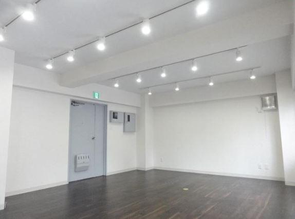 【デザイナーズ】代々木・北参道、10坪。 「白」好きに提案したいリノベオフィス