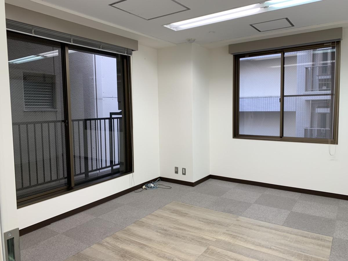【居抜き】水天宮駅徒歩1分、約40坪。<br>清潔感ある印象の内装と会議室造作
