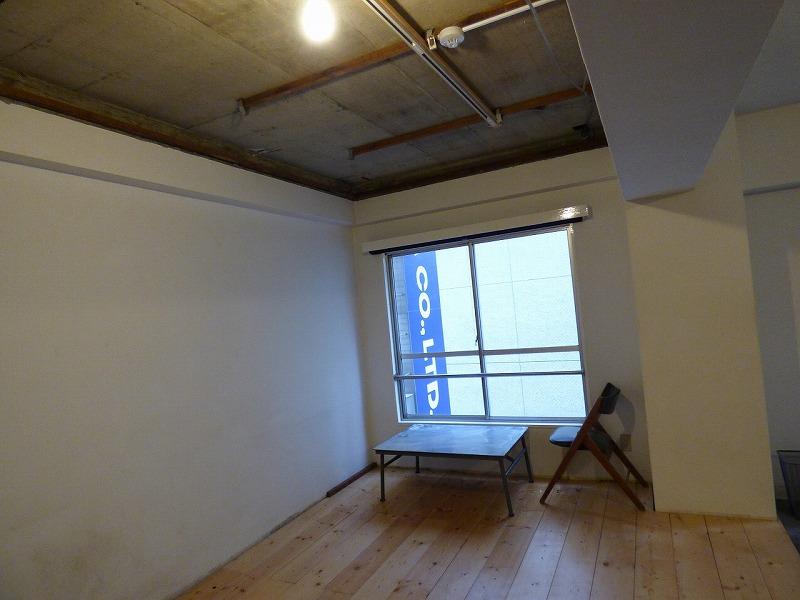 家具付き、木目調のお洒落スタイル!<br>四ツ橋エリアの居抜きオフィス♪