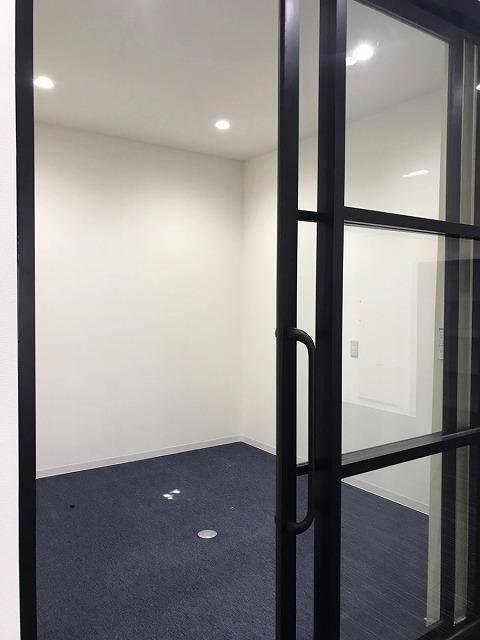 【居抜きオフィス】札幌市中央区エリア<br>3つの完全間仕切り会議室ございます!