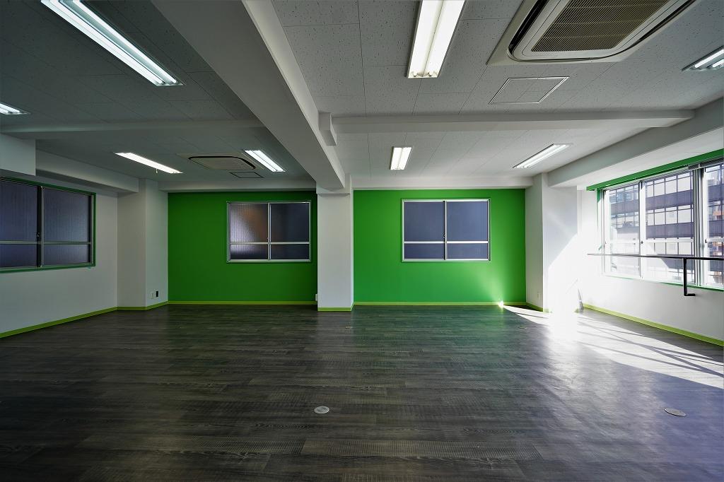 【デザイナーズ】日当たり抜群の御茶ノ水 20坪弱カラフルでポップなオフィス