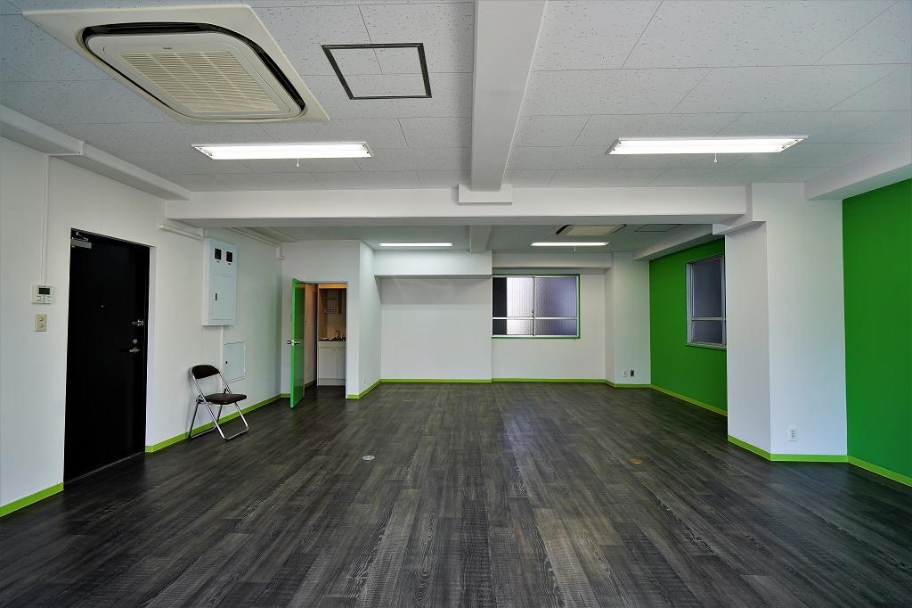 【デザイナーズ】日当たり抜群の御茶ノ水<br>20坪弱カラフルでポップなオフィス