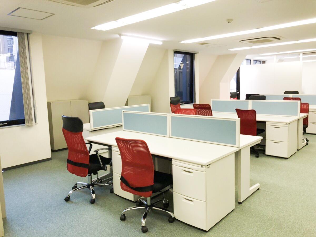 【居抜き】東京・八重洲エリアの約40坪。 受付、会議室×2。オフィス家具も譲渡!