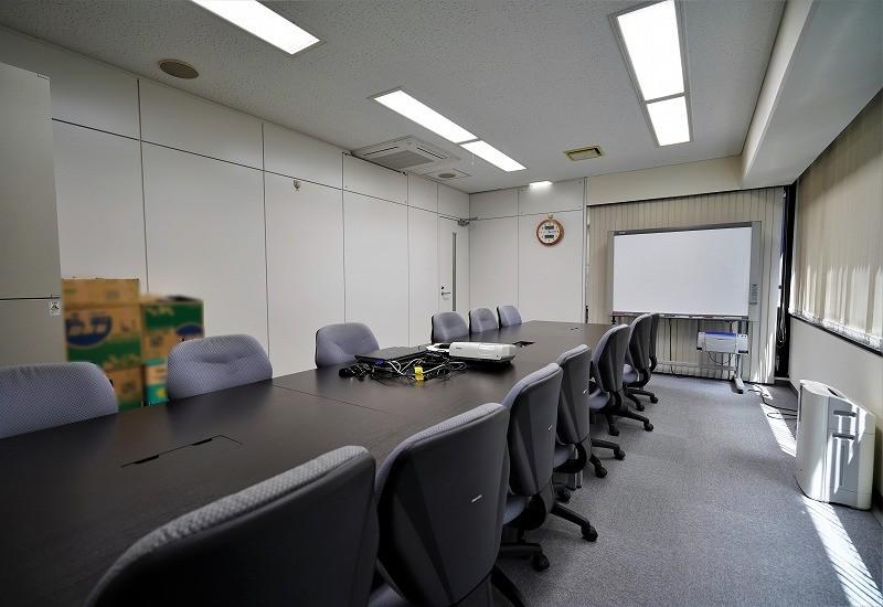 【居抜き】三田・田町、約30坪。<br>完全間仕切り会議室付きのオフィス