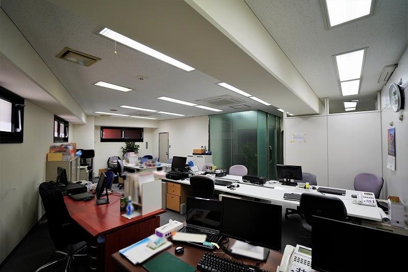 【居抜き】三田・田町、約30坪。 完全間仕切り会議室付きのオフィス