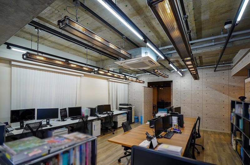 【居抜き】渋谷~神宮前、約30坪。<br>コンクリ×スケルトン天井のラボ風オフィス