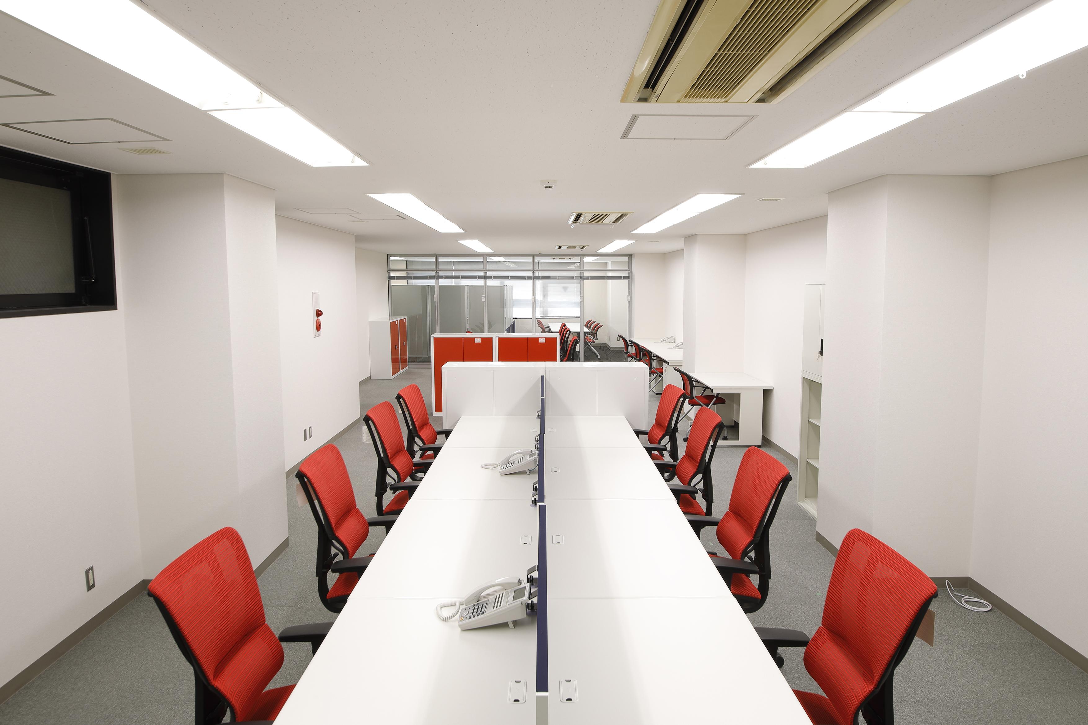 【居抜き】六本木駅近く、40~50坪。<br>ビビッドオレンジで元気になるオフィス